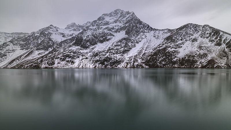 Beautiful mountain lake in the mountains of Austria