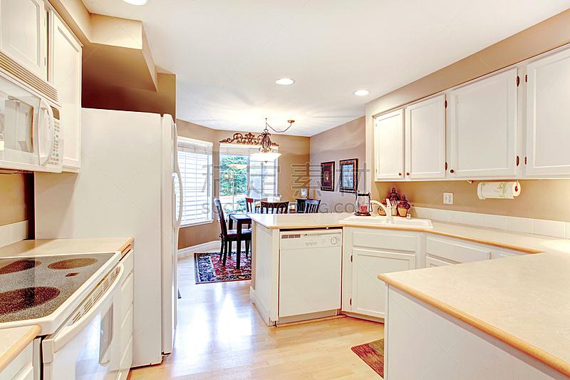 住宅房间,厨房,水平画幅,无人,豪宅,房地产,天花板,冰箱,家具,公寓