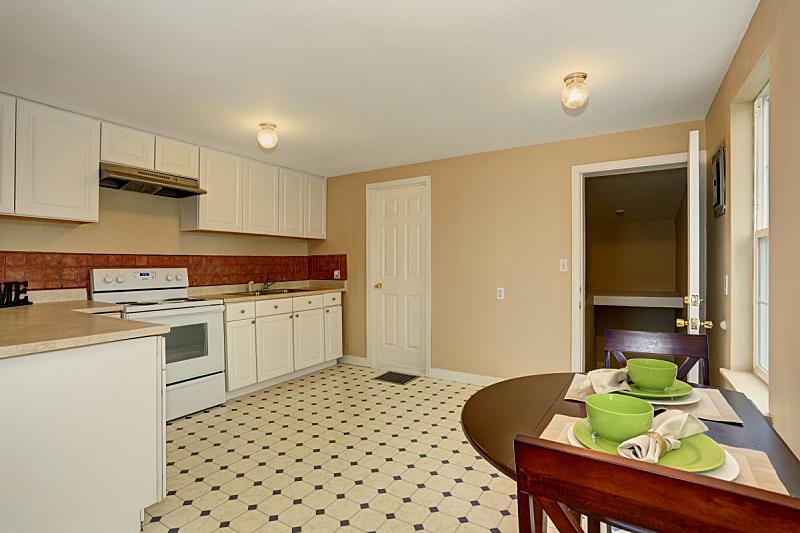 极简构图,厨房,砖地,住宅房间,水平画幅,建筑,无人,豪宅,天花板,家具
