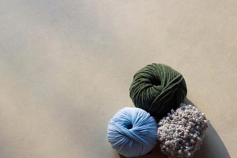 留白,三个人,与众不同,线,彩色图片,球,针织,休闲活动,水平画幅,纺织品