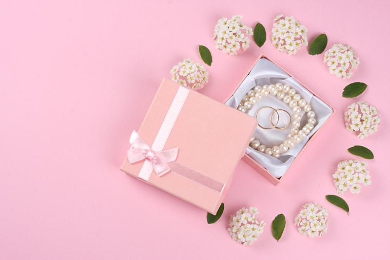 结婚戒指,粉色背景,视角,美,黄金,水平画幅,乌克兰,玫瑰,浪漫,珠宝