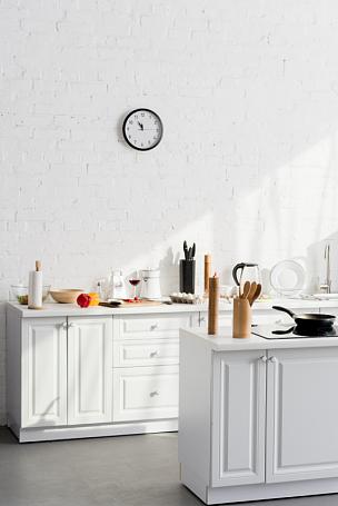 设备用品,厨房,极简构图,室内,食品,简单,现代,装饰物,钟,公寓