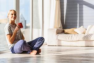 早晨,幸福,女人,平和,舒服,热,起居室,周末活动,无忧无虑,茶