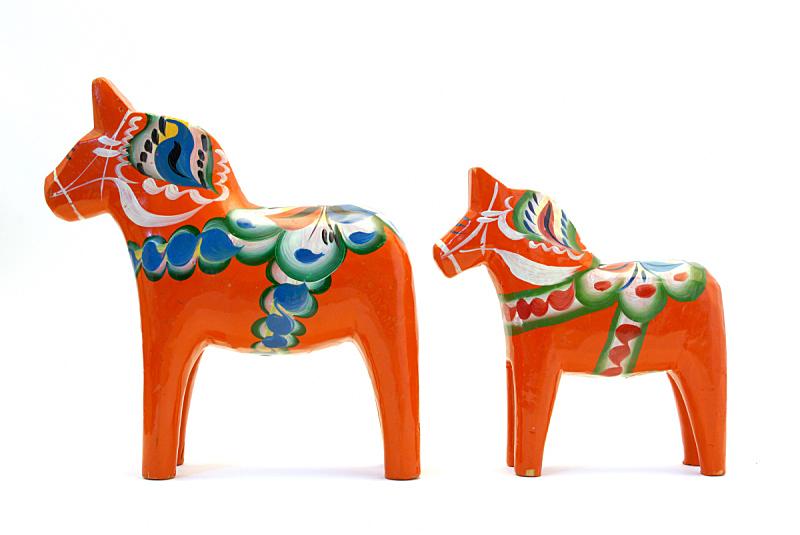 马,达拉纳,水平画幅,无人,雕刻物,白色背景,组物体,涂料,两个物体,瑞典