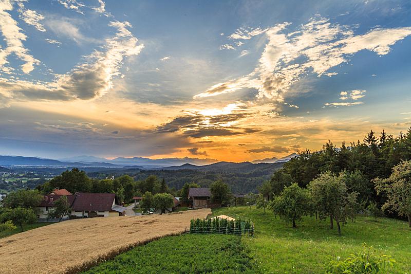 阿尔卑斯山脉,天空,美,水平画幅,山,无人,夏天,户外,草,明亮