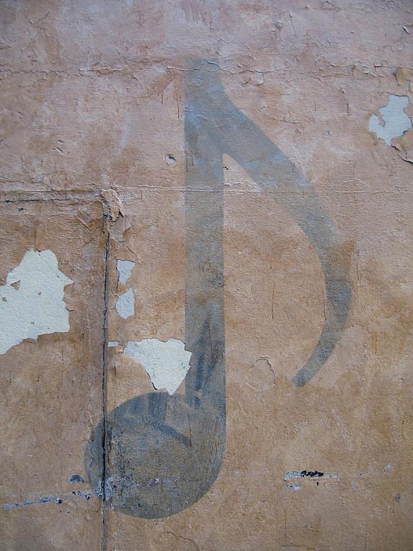 摇滚乐,音乐符号,罗斯兰半岛,法郎符号,英文字母f,@符号,垂直画幅,留白,墙,无人