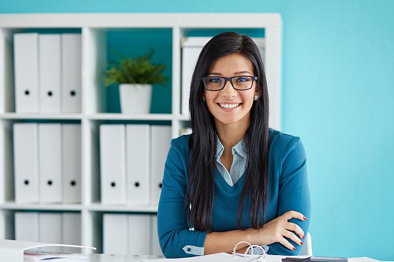青年人,女商人,眼镜,办公室,美,水平画幅,注视镜头,美人,白人,仅成年人