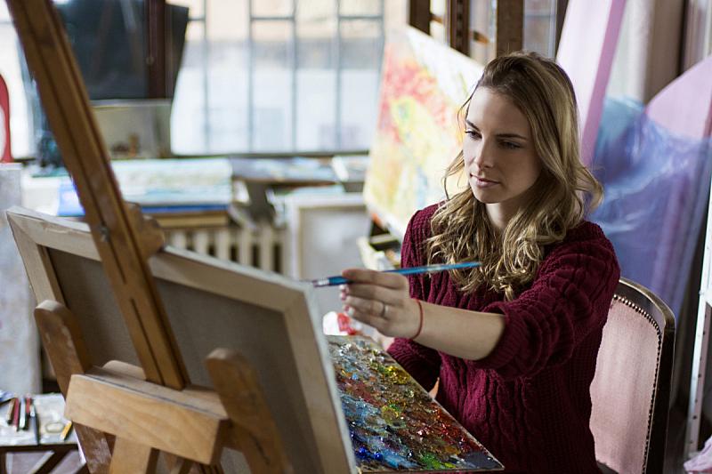 艺术课,美术工作室,艺术家,绘画艺术品,画架,帆布,画布,艺术