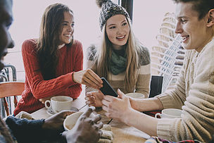 青少年,冬天,咖啡馆,少量人群,半身像,咖啡店,休闲活动,健康,周末活动,饮料