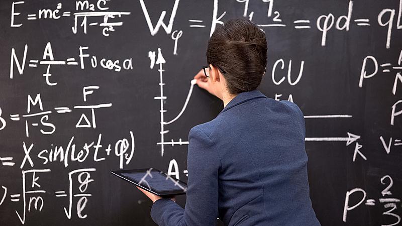 黑板,教师,女性,图表,药丸,拿着,专业人员,计算机,一个物体,平板电脑