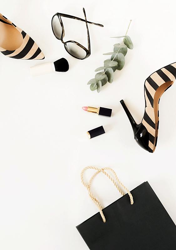 鞋子,太阳镜,时尚,白色背景,个人随身用品,平铺,女性,足,化妆用品,上装