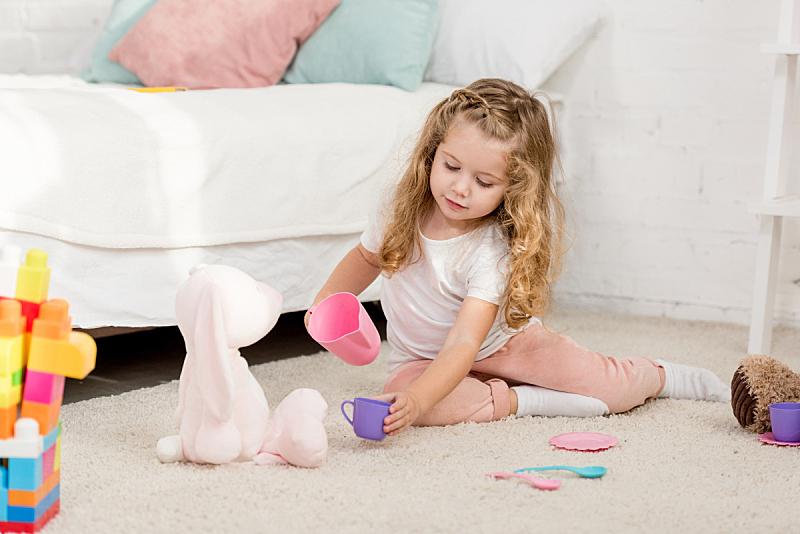 可爱的,一次性杯子,儿童,进行中,玩具,住宅房间,兔子,公寓,人,无忧无虑