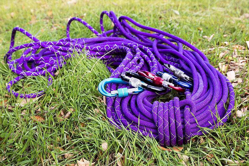 绿色,草,紫色,爬绳,安全钩,水平画幅,无人,户外,线绳,工具