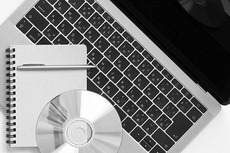 笔记本电脑,dvd机,笔记本,唱片发行,圆形,桌子,水平画幅,图像处理,影片,日本