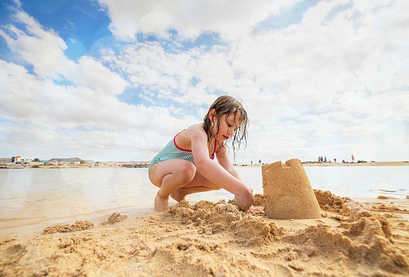进行中,海滩,仅一个女孩,自然美,女婴,一个人,玩具,小的,海岸线,儿童