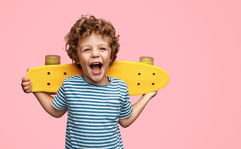 可爱的,男孩,滑板,黄色,运动,彩色背景,肖像,一个人,仅儿童,小的