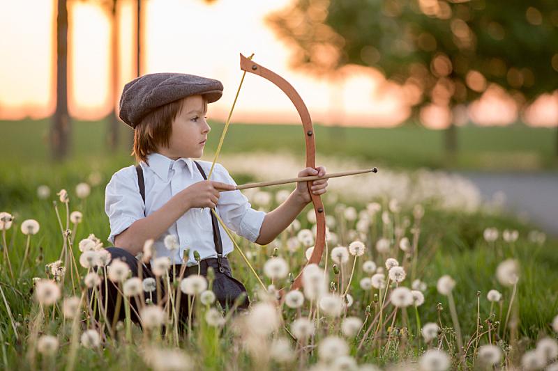 箭术,儿童,蝴蝶结,进行中,箭头符号,注视镜头,运动,一个物体,玩具,肖像