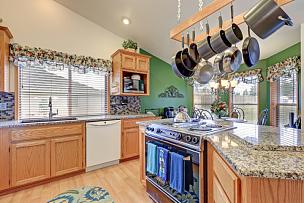 明亮,住宅房间,厨房,徒步旅行,色彩鲜艳,新的,水平画幅,无人,巨大的,天花板