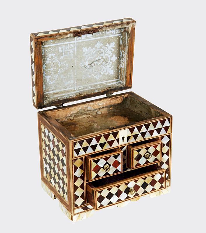 木制,盒子,古董,垂直画幅,无人,古老的,古典式,白色背景,首饰盒,背景分离