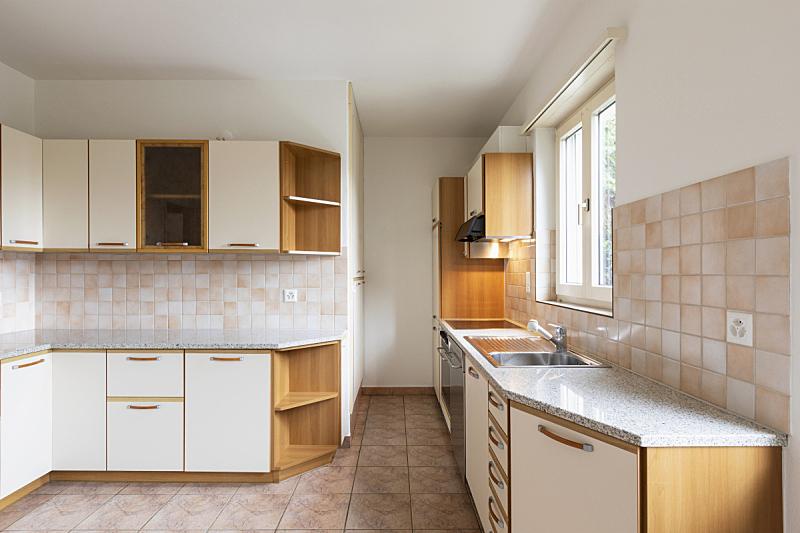 空的,窗户,住宅房间,壁炉,透过窗户往外看,冰箱,炊具,备餐间,瓷砖,水槽