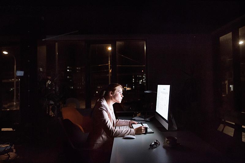 夜晚,显示器,办公室,女商人,前面,智慧,忙碌,经理,it技术支持,仅成年人