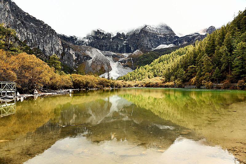 稻城亚丁,珀尔湖,国内著名景点,野生动物保护区,水,美,水平画幅,山,雪,无人