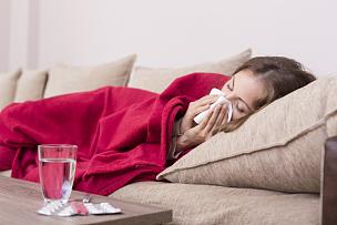 擤鼻子,温度,寒冷,喉咙痛,床,一个人,病毒,头痛,虚弱,家庭生活