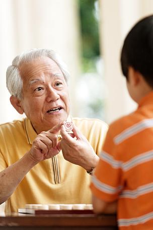 中国象棋,孙子,祖父,进行中,垂直画幅,国际象棋,休闲活动,夏天,男性,知识
