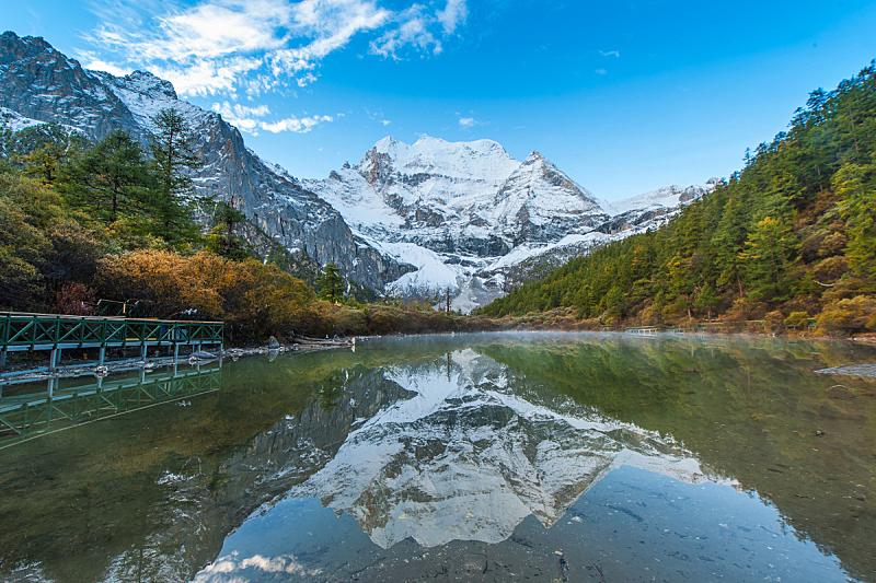 亚丁,自然,天空,旅游目的地,水平画幅,秋天,雪,无人,蓝色,公路