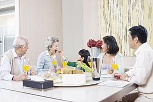 幸福,家庭,孙女,晚餐,中国人,多代家庭,祖母,祖父母,家庭生活,日本人