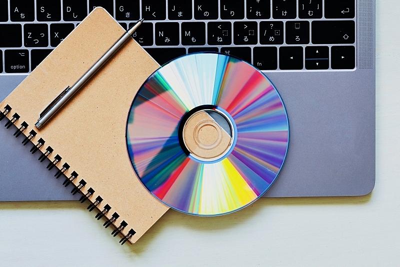 笔记本电脑,dvd机,笔记本,唱片发行,水平画幅,无人,噪声,影片,技术,彩虹
