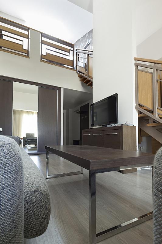 楼梯,公寓,画廊,楼梯栏杆,垂直画幅,台阶,褐色,墙,无人,天花板