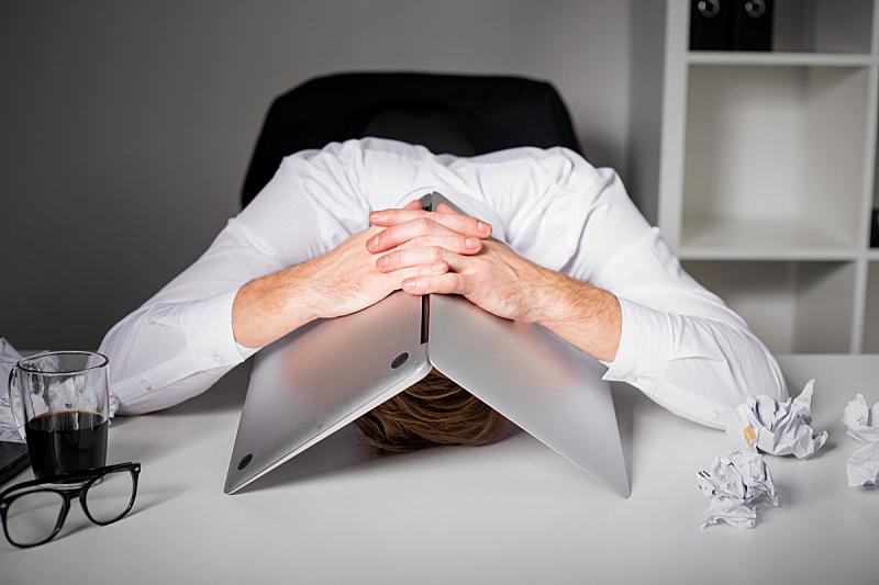 笔记本电脑,男人,在下面,过度劳累,关系紧张,物理压力,恐怖,头痛,问题,情绪压力