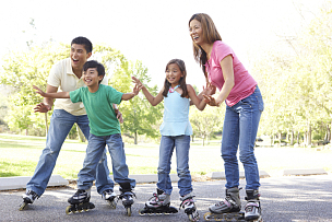 公园,家庭,水平画幅,注视镜头,户外,男性,知识,青年人,滑冰,教