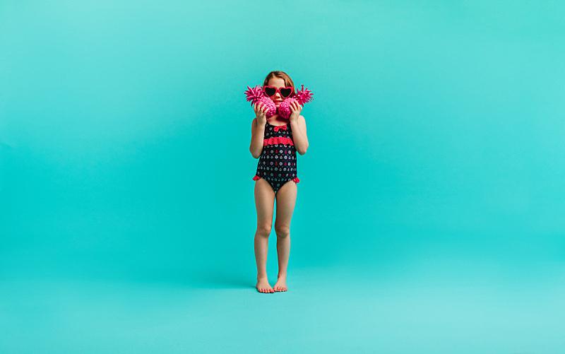 泳装,菠萝,两个人,女孩,粉色,可爱的,彩色背景,一个人,玩具,仅儿童