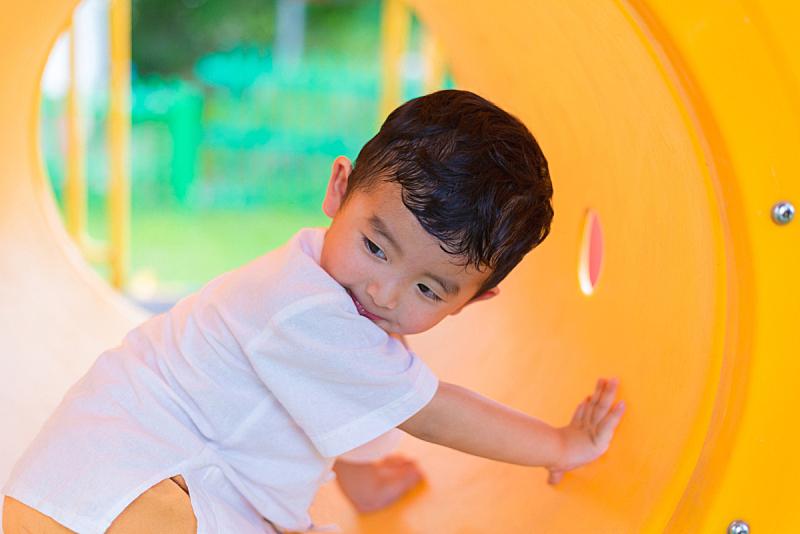 可爱的,装管,游乐场,隧道,黄色,男孩,日光,亚洲,进行中,微笑