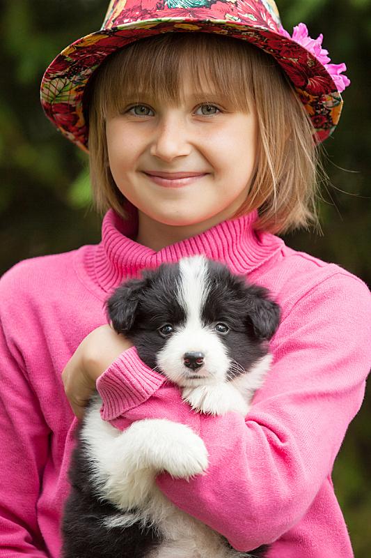 小狗,女孩,注视镜头,边境牧羊犬,垂直画幅,美,青少年,边框,休闲活动,美人
