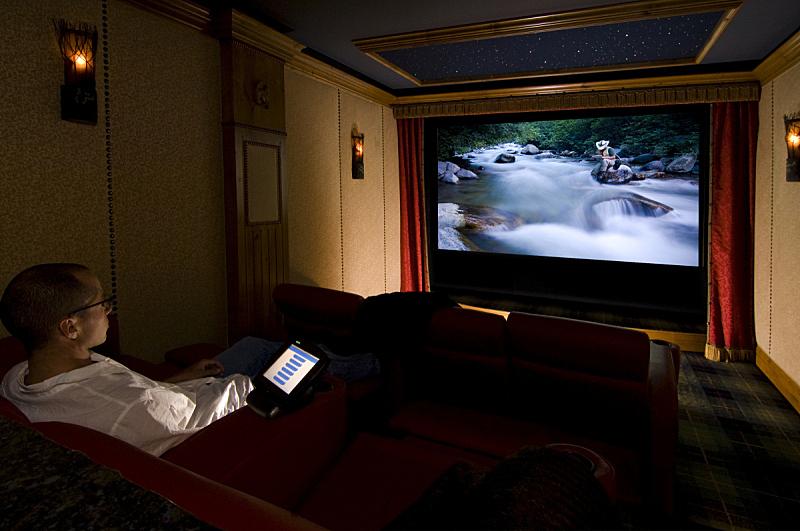剧院,住房,家庭影院,dvd,留白,笔记本电脑,水平画幅,仅成年人,沙发,彩色图片