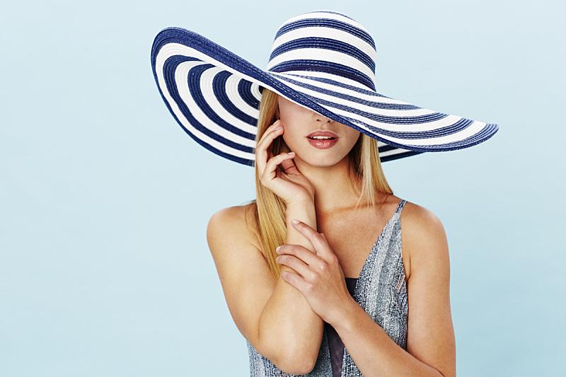 条纹,帽子,女人,宽的边缘,遮住脸,正面视角,美,半身像,水平画幅