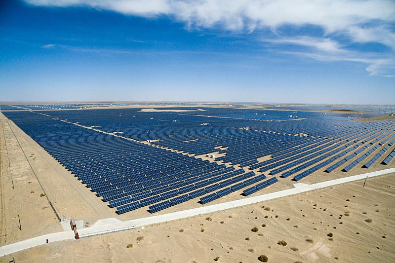 田地,太阳能电池板,太阳能发电站,动力设备,替代能源,发电站,可再生能源,航拍视角,车站,环境保护