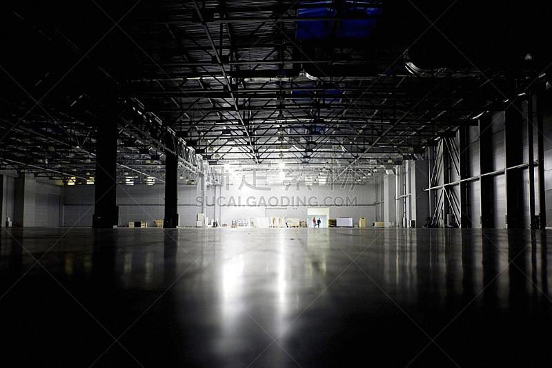 仓库,飞机库,水平画幅,墙,夜晚,无人,巨大的,灯,图像,黑色