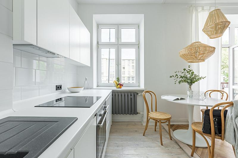 圆桌,厨房,微晶玻璃,玻璃陶瓷面电炉,灯罩,火炉,散热器,斯堪的纳维亚人,烤炉,豪宅