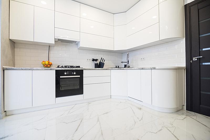 现代,漆的,厨房,个人随身用品,木制,极简构图,白色,狭窄的,空的,华贵