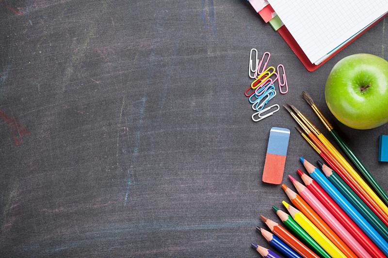 黑板,背景,学校用品,蜡笔,苹果,书桌,教室,在上面,知识,个人随身用品
