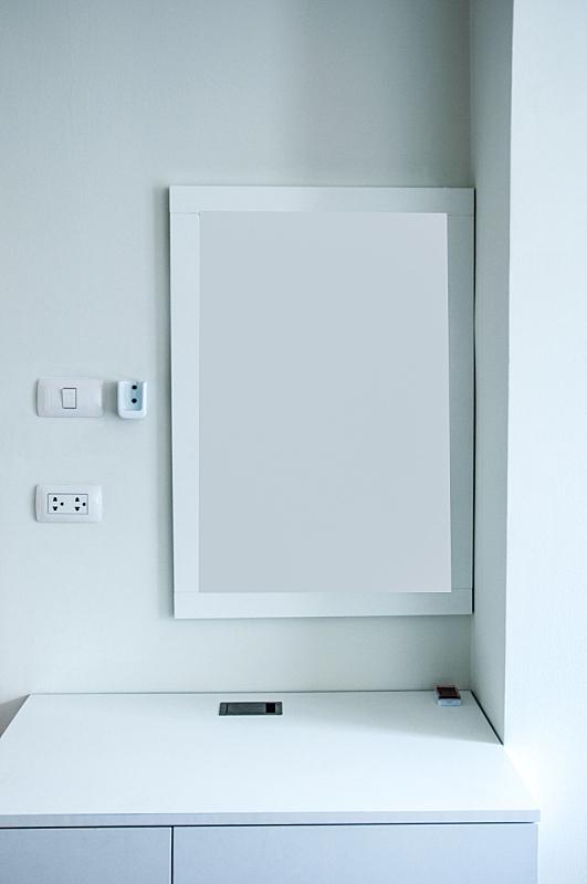 住宅房间,木制,白色,梳妆台,垂直画幅,窗户,桌子,无人,香水,装饰物