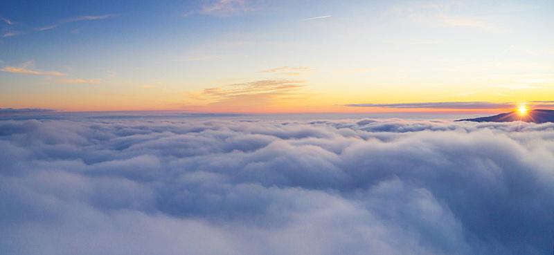云,航拍视角,自然美,云景,自由,边框,灰色,环境,黄昏,无人机
