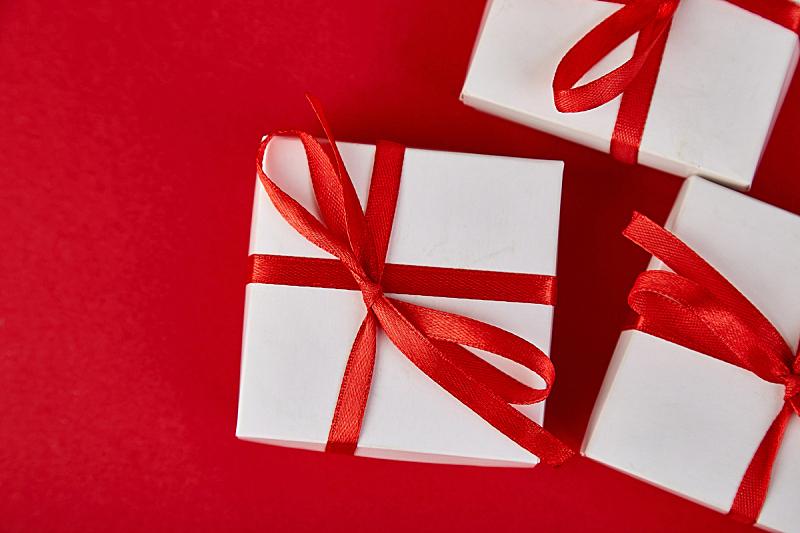 平铺,礼物,情人节,生日,白昼,包装纸,留白,红色背景,母亲,艾滋病警示丝带