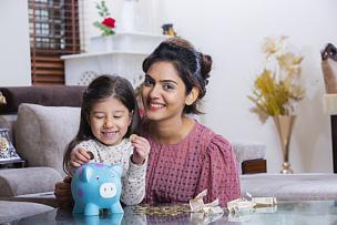 家庭,小猪扑满,幸福,储蓄,女儿,母亲,股票,摄影,援救,预测