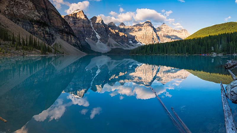 加拿大,阿尔伯塔省,梦莲湖,薰衣草色,雪山,灰色,云,雪,自然美,湖