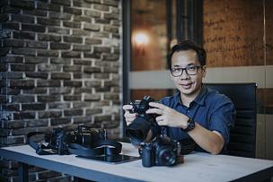 摄影师,办公室,相机,看,男性,平衡折角灯,数码相机,专门技术,专业人员
